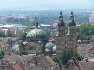 """Катедралата """"Света тройца"""" и Църквата на хълма"""