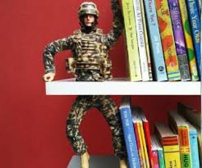 Играчки и книги