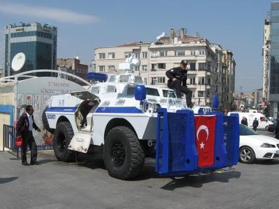 С кола в Турция, полиция, коли, бронетранспортьор
